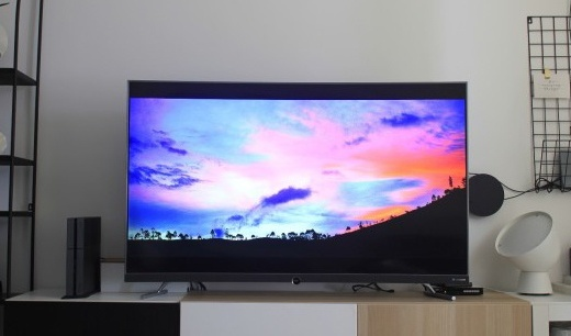 长得好看还专业,有了这台TCL超薄新曲面电视在家开时尚趴才有面儿