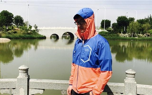 能装进口袋运动防水夹克体验,舒适轻薄透气良好