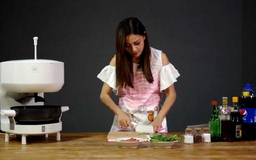 二分之一個星級廚師——飯來F1S智能烹飪機器人 | 視頻