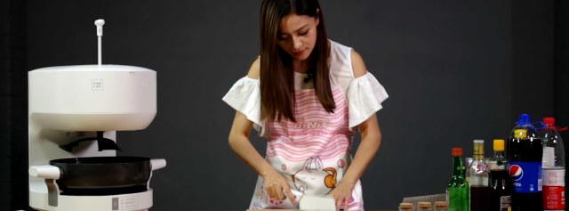 二分之一个星级厨师——饭来F1S智能烹饪机器人 | 视频