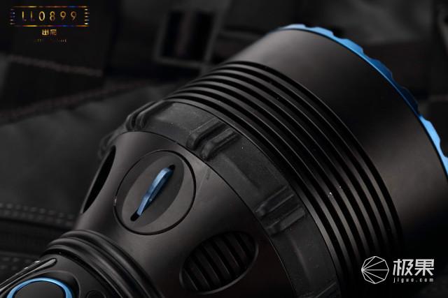 200瓦的疯狂-2.5万流明OLIGHTX9R超级探照灯测评
