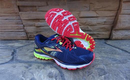 布鲁克斯Ravenna 6跑鞋:弹性橡胶+智慧缓震,长途跑步脚不酸