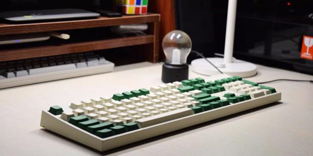 """这复古文艺键盘,以白绿CP戳中了我的""""G点"""" — 利奥博德 FC900R 机械键盘评测"""