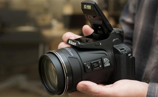 尼康P900s长焦相机:83倍光学变焦等效2000mm,摄月打鸟神器