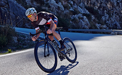 Dhb ASV Warmer骑行服:超轻面料出色保温,贴身设计更舒适