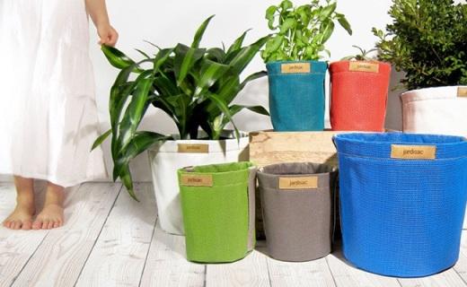 用帆布做成的多彩花盆,透气锁水让植物长更好