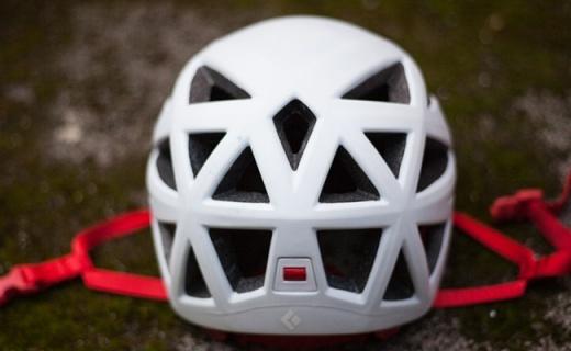 黑钻Vapor攀登头盔:碳素纤维夹EPS衬垫,超轻佩戴体验仅重200g