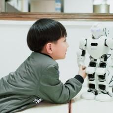 阿尔法ALPHA EBOT智能教育人形机器人亲密初体验