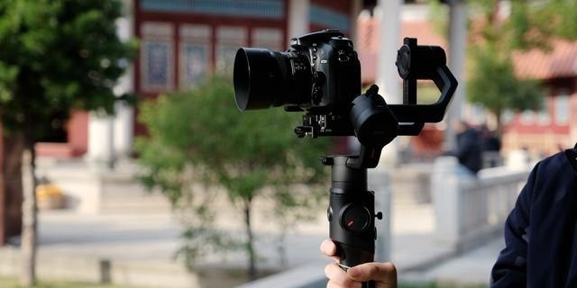 满足高要求的拍摄需求,魔爪MOZA Air2上手体验