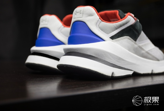 巴黎世家滚粗!UA限量新款老爹鞋发布:用料考究造型超经典