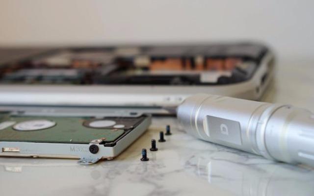 高颜值电动螺丝刀,拿到后忍不住拆了块硬盘 — 小动 X1 迷你电动螺丝刀体验 | 评测