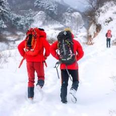 """跟军队""""有一腿""""的始祖鸟保暖有多强?-16℃攀冰告诉你答案"""