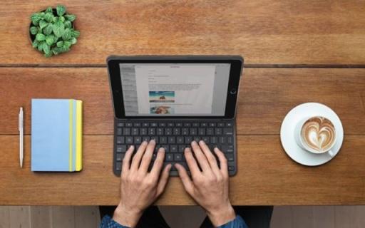 一颗纽扣电池能用四年!罗技发布iPad专用键盘