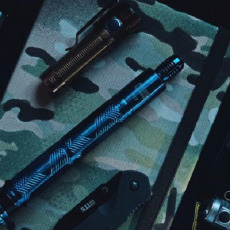 能隨身有顏值還能給你安全感的——弘安保羅燒藍全鋼鋒芒甩棍
