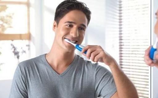 欧乐-B牙线型电动牙刷:软胶条可深入牙缝,洗牙般深层清洁