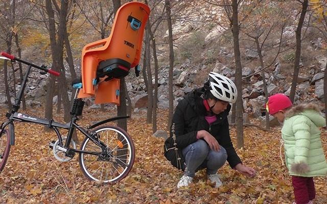 自带悬挂系统的座椅,户外骑行也能带着孩子去兜风 — 拓乐后置儿童座椅测评 | 视频