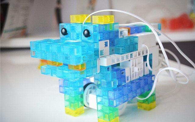 索尼KOOV编程机器人,颜值益智可玩性都不少