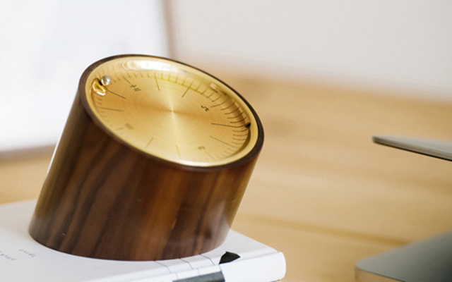 复古外观有腔调,是钟表更是解压神器 — 闲点儿 胡桃木解压台钟体验 | 视频