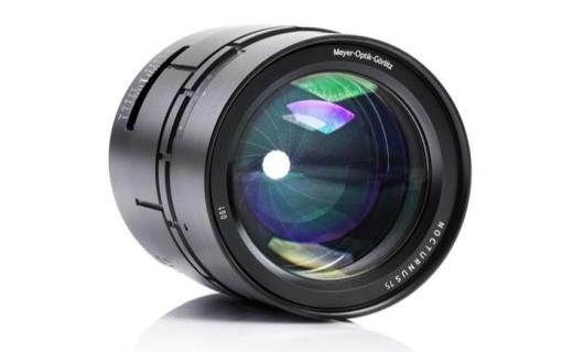 梅耶推新镜头,全球最大光圈,售价破三万
