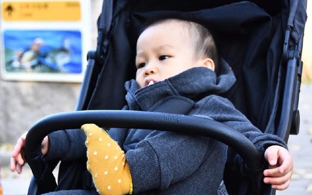 能坐能躺座椅宽,宝宝舒适爸妈笑,kiwy婴儿推车