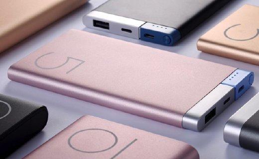 洛克移动电源:铝合金喷砂外壳手感舒适,优质电芯充电快速安全
