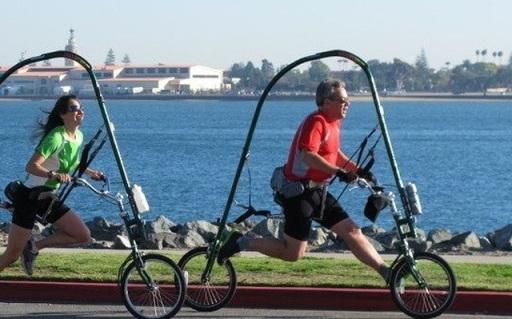 超奇葩自行车得跑着骑,不怕掉链还不伤膝盖