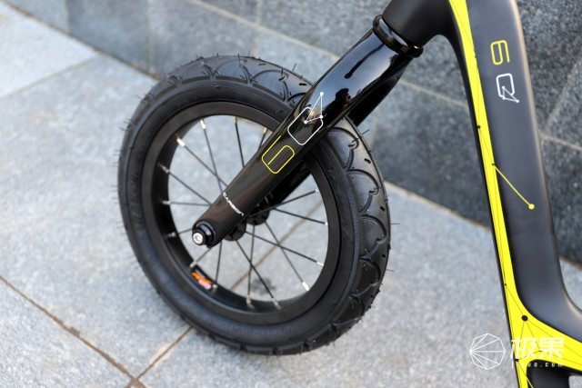 优贝比碳纤维滑步车