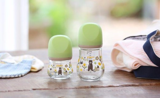 贝亲推耐热玻璃奶瓶,材质安全设计软萌