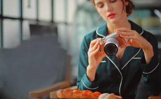 富士X-A10微单相机:1630万有效像素,180度翻转屏幕自拍方便