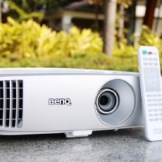 音效与画质兼具,在家也能享受百吋高清大屏 — 明基W1120 家用投影仪体验