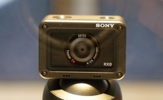 索尼RX0黑卡相机:金属机身三防设计,搭载蔡司广角镜头