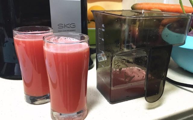 快速安装清洗,果蔬营养不流失:SKG 大口径慢榨原汁机体验