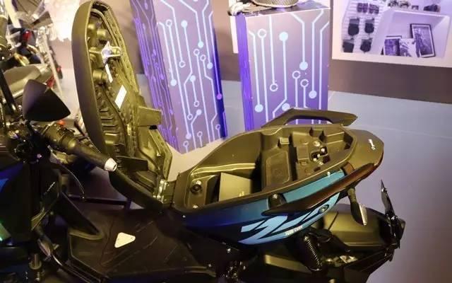 雅迪智能电动车,2小时快充120km续航