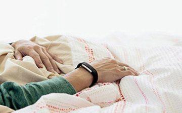 Fitbit心率腕带:智能监测睡眠与锻炼,识别手机来电更便捷