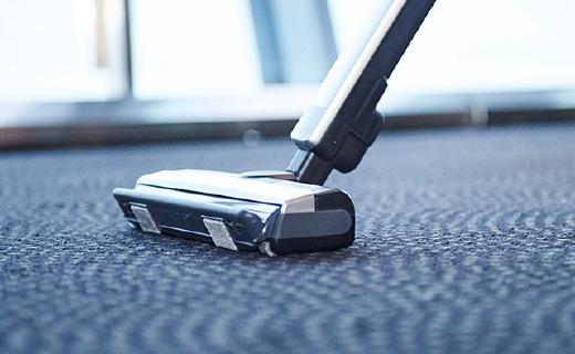 松下超灵活无线吸尘器,巴掌宽的缝隙也能清理