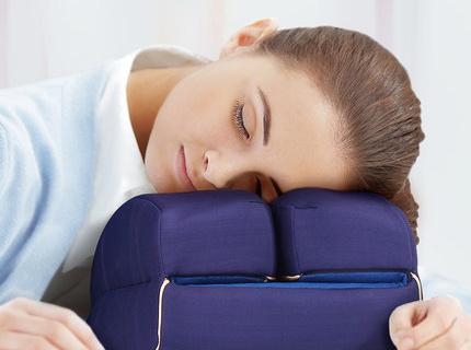 碧荷记忆棉午睡枕:16cm高度解放双手,记忆棉材质放松颈椎
