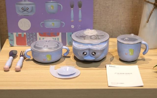 小米有品推出针对宝宝专用的餐具,注水保温和防摔功能是亮点