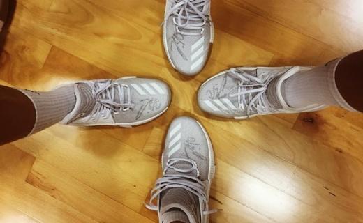 Adidas篮球鞋:牢固大底抓地力好,轻量移动更迅猛