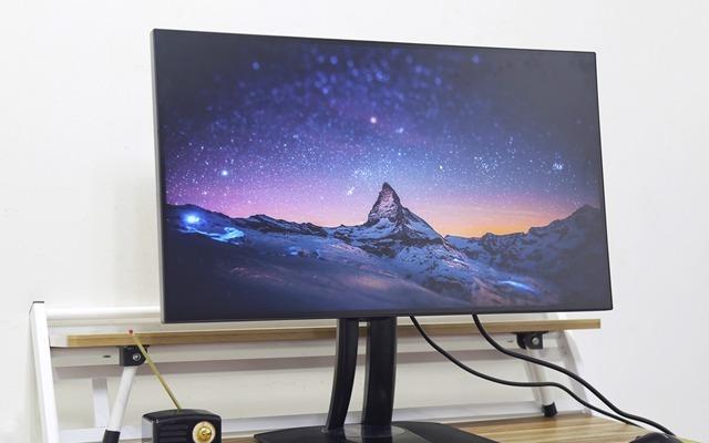 优派小黑显示器:专业级别颜色校准,后期修图必备