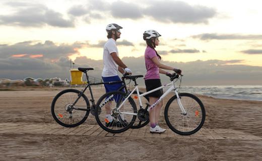 迪卡侬RR3000自行车:高碳钢车架轻巧抗震,禧玛诺变速顺滑稳固