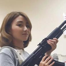 在AK47的故乡,我亲手撸了这把世界名枪