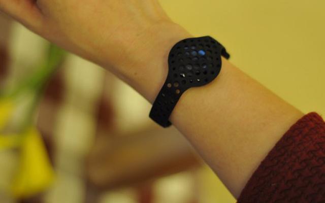 这才是真正的运动手环,你的只能叫计步器 — Moov NOW 智能语音教练评测 | 视频