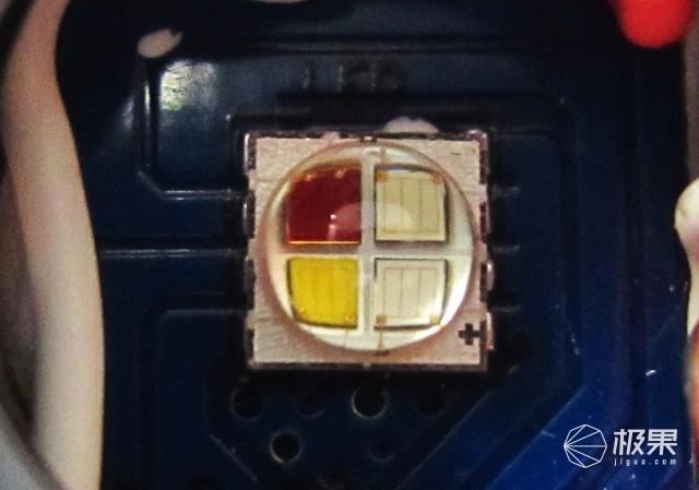光色缤纷玩法多,轻便易携续航久,思凯特H03CRC手电体验