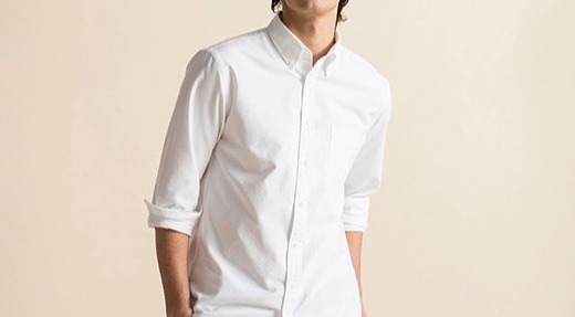 优衣库牛津纺修身衬衫:棉质面料亲肤舒适,修身款型时尚百搭