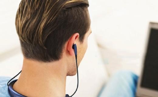 三星level u颈带式耳机:12mm音频单元,10小时长续航播放