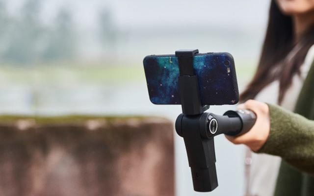 告别手抖!小白也能拍下柔顺丝滑的记录视频 — Snoppa M1稳定器评测 | 视频