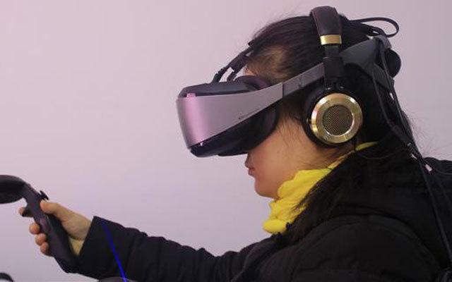 HTC遇到劲敌,国产VR带你体验沉浸式虚拟现实 — 大朋VR头盔E3体验
