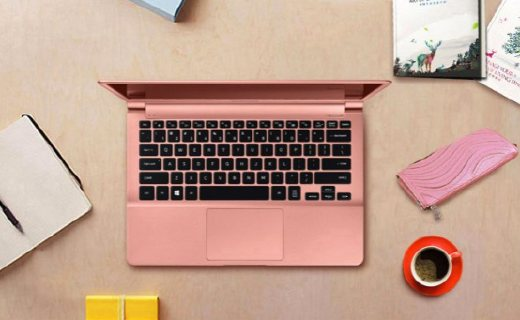 三星笔记本电脑:超薄机身携带方便,智能背光自动调节