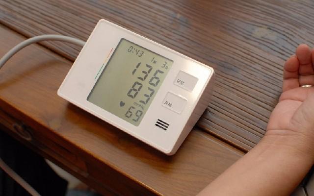 在家也能轻松测量的智能血压计,家里两老必备!