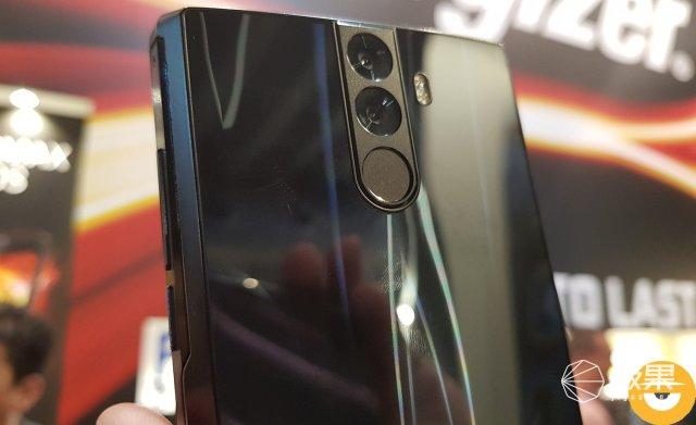 史上电池最大的手机:恐怖16000mAh!拿在手里好像一个大炸弹